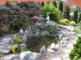 kolam mini samping rumah
