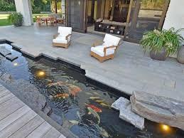 kolam samping rumah